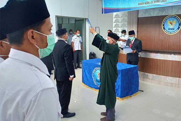 Kepala BNNP Aceh Brigjen Pol HeruPranoto MSi, mengambil sumpah dan melantik pejabat dilingkunan BNNP Aceh