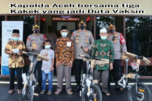 Di Aceh Barat, Kakek-kakek Jadi Duta Vaksin